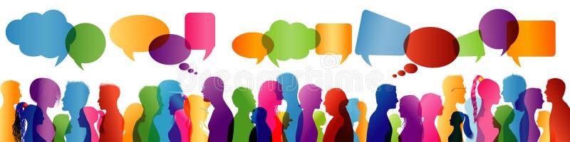 Menigte het spreken Het spreken van de groep mensen Communicatie tussen mensen Gekleurd profielsilhouet De Bel van de toespraak vector illustratie