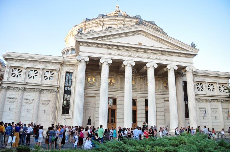 Menigte op Roemeense Atheneum stock foto's