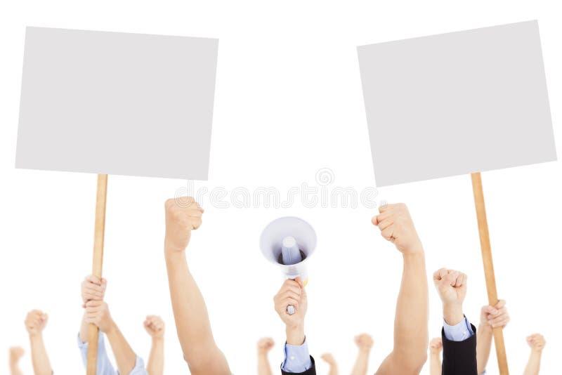 Menigten van mensen tegen sociale of politieke kwestie worden geprotesteerd die stock afbeelding