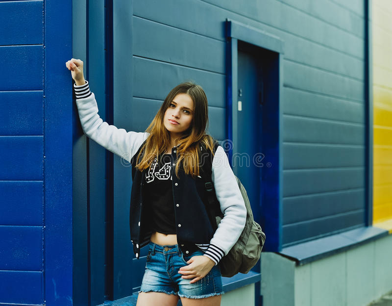 Menina à moda do moderno foto de stock royalty free