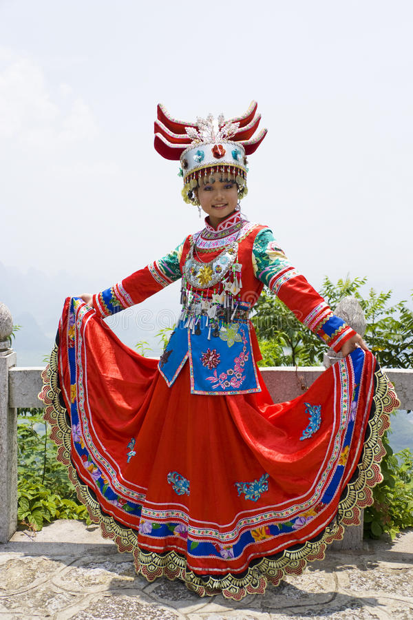 Menina étnica chinesa no vestido tradicional foto de stock royalty free