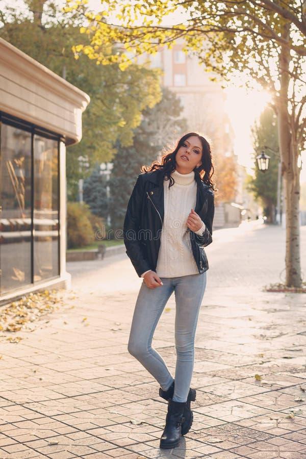 Menina adolescente à moda imagem de stock