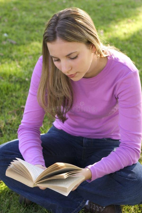 Download Menina adolescente foto de stock. Imagem de leitura, livro - 64052