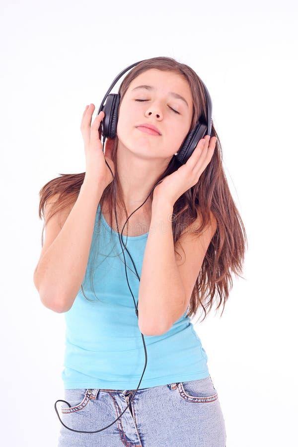 Menina adolescente agradável com auscultadores foto de stock