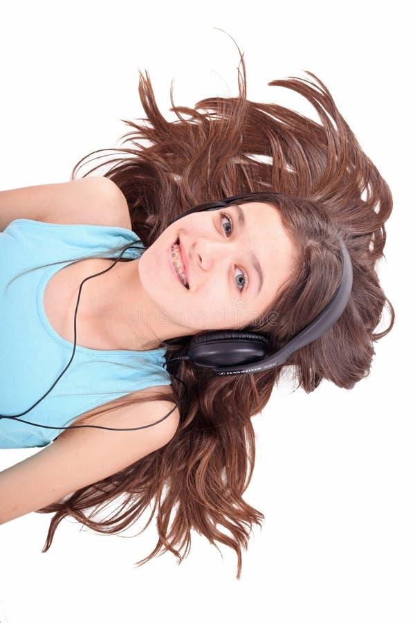 Menina adolescente agradável com auscultadores fotografia de stock