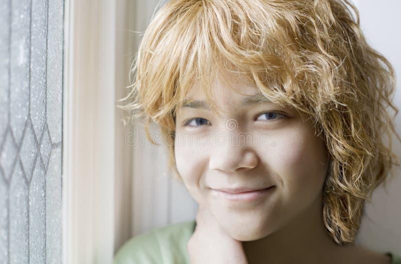 Menina adolescente Biracial que sorri, close up imagens de stock royalty free