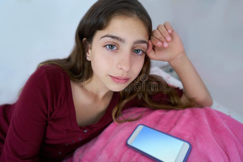 Menina adolescente bonita com olhos azuis imagens de stock royalty free