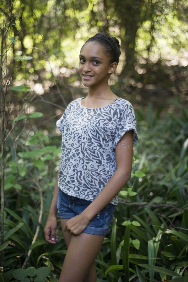 Menina adolescente bonita da raça misturada foto de stock