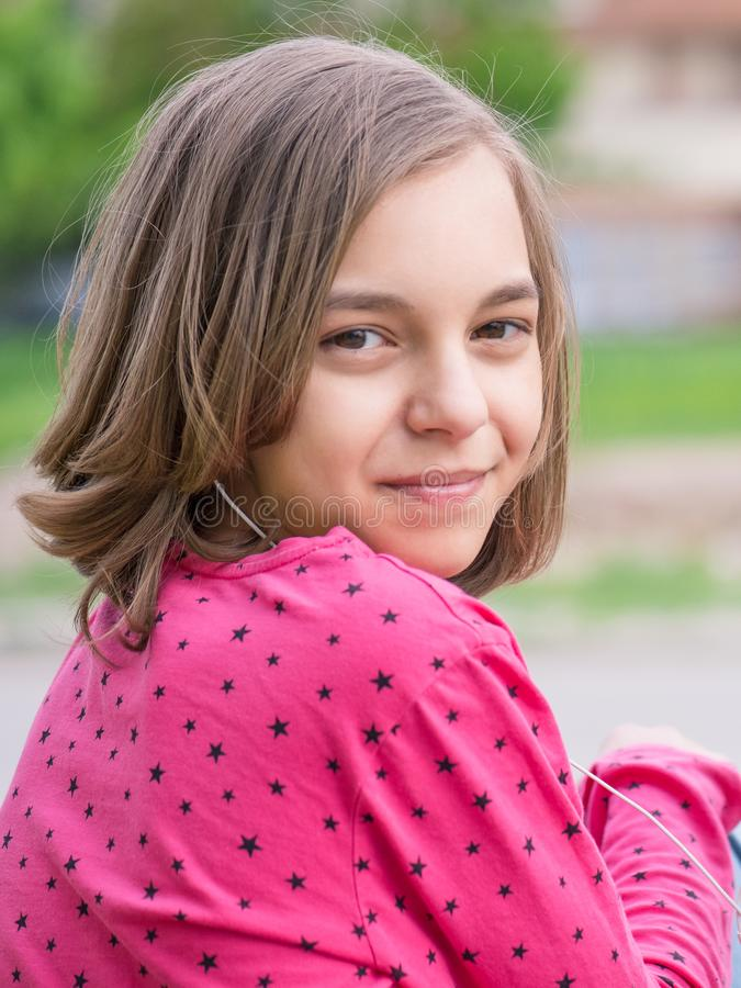Menina adolescente com auscultadores fotografia de stock royalty free
