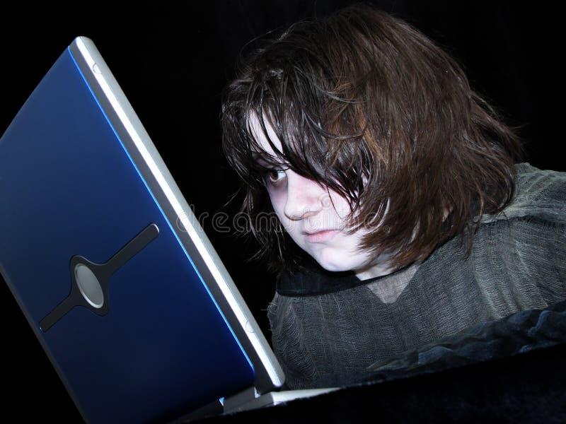 Menina adolescente com demasiados trabalhos de casa foto de stock