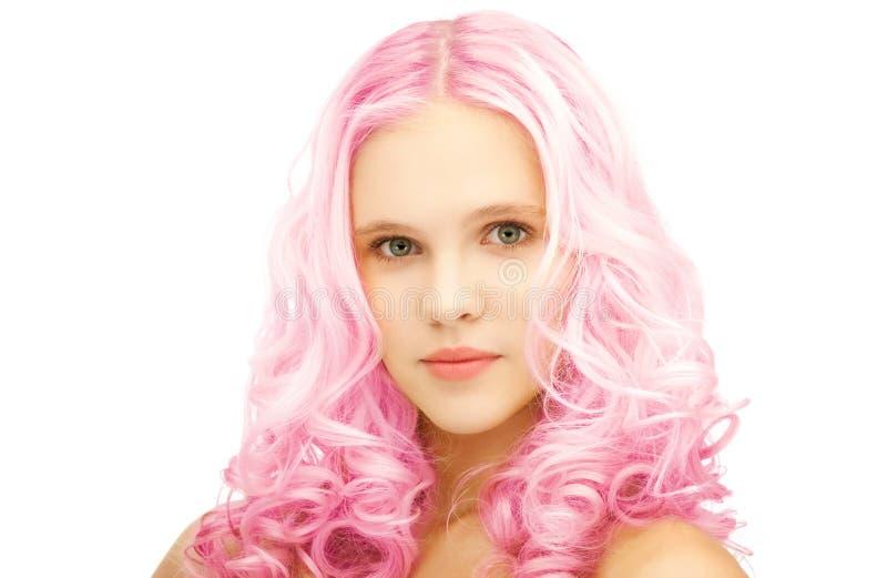 Menina adolescente com rosa na moda cabelo tingido fotos de stock