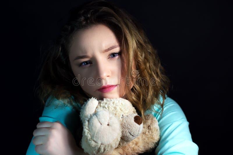 Menina adolescente da depressão com um brinquedo imagem de stock royalty free
