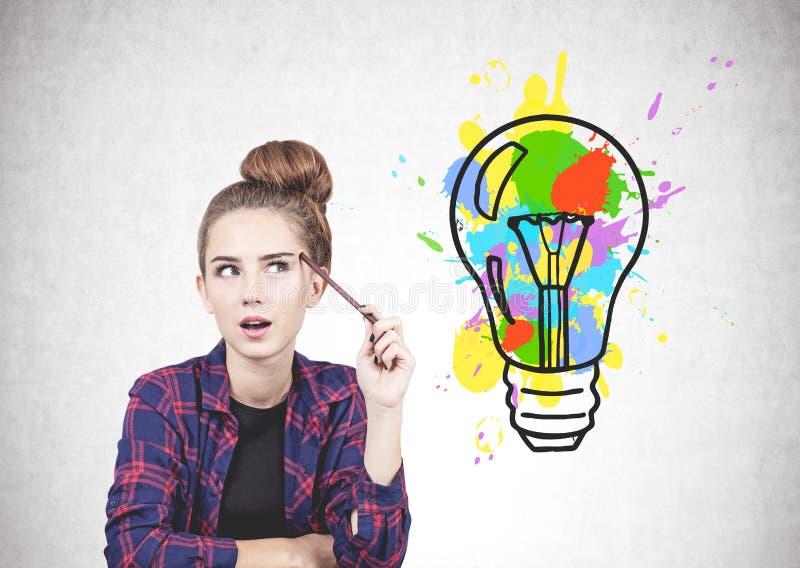 Menina adolescente de pensamento e sua ideia brilhante fotos de stock royalty free