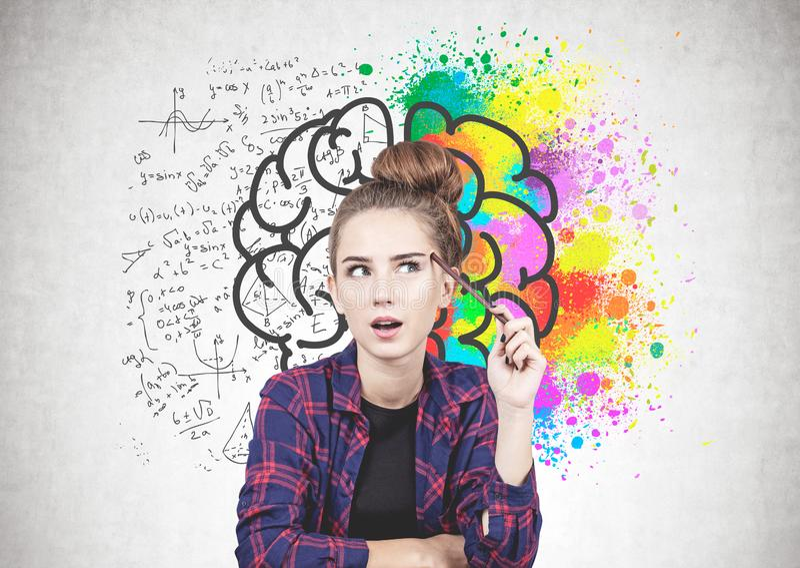 Menina adolescente de pensamento, esboço do cérebro fotos de stock royalty free