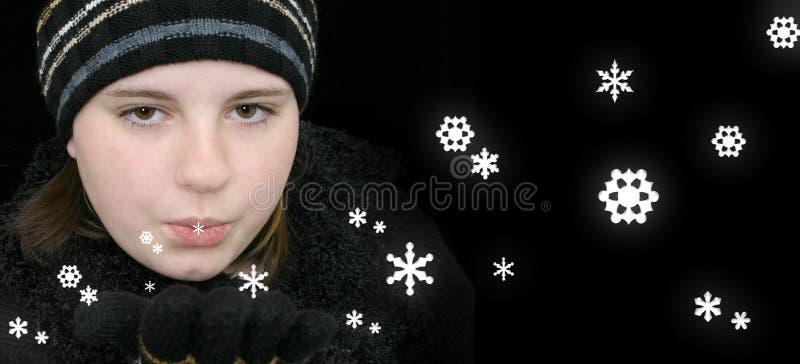 Download Menina Adolescente Do Inverno Que Funde A Neve Mágica Foto de Stock - Imagem de sopro, neve: 50974