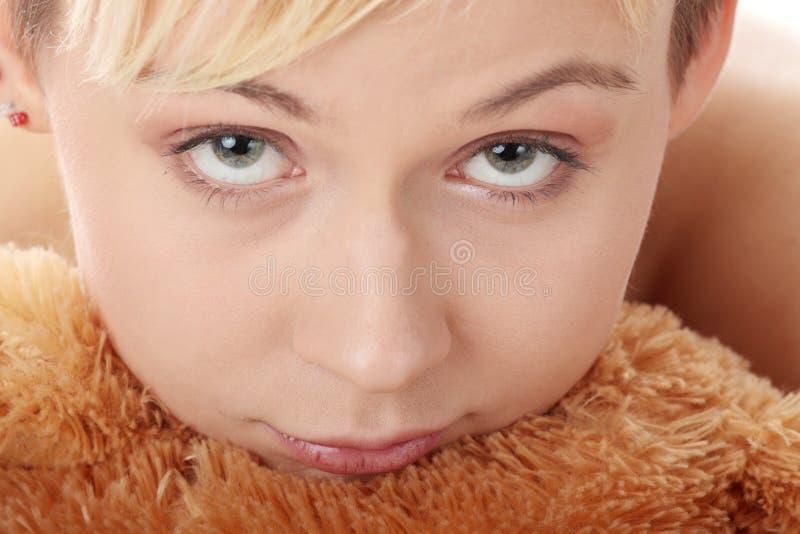 Menina adolescente do punk com peluche imagens de stock royalty free