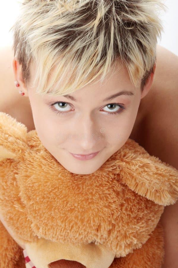 Menina adolescente do punk com urso de peluche imagens de stock royalty free