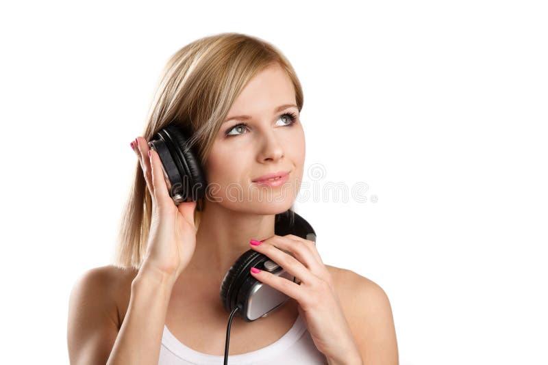 Menina adolescente feliz do DJ nos auscultadores foto de stock