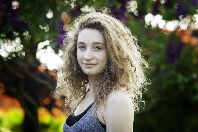 Menina adolescente fora no verão fotos de stock royalty free