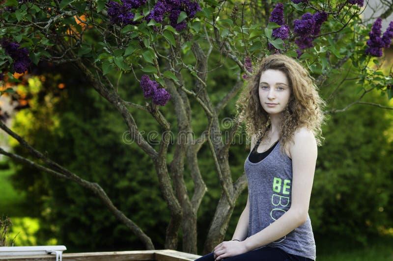 Menina adolescente fora no verão imagens de stock royalty free