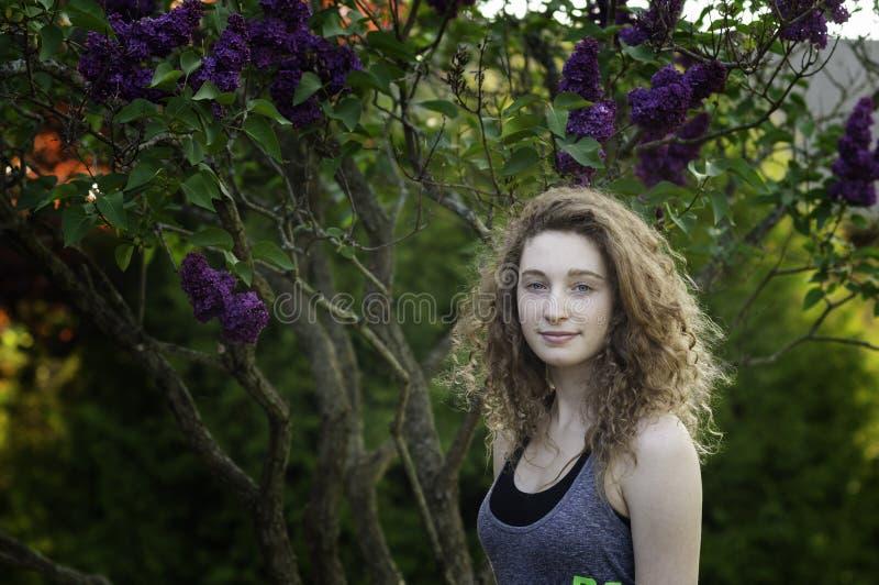 Menina adolescente fora no verão foto de stock royalty free