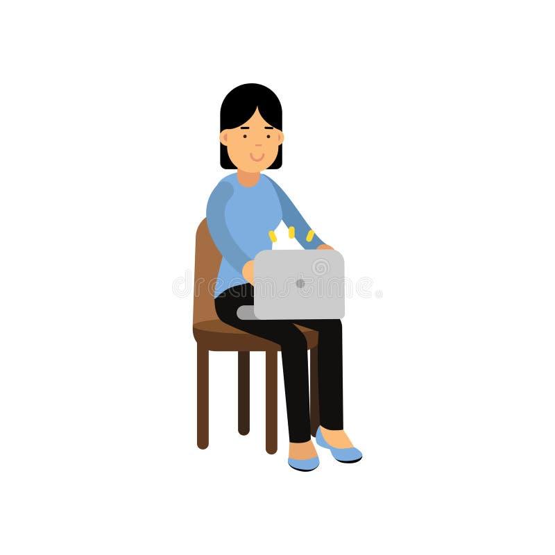 Menina adolescente moreno que senta-se em uma cadeira que trabalha com portátil, estudante fêmea que usa a ilustração do vetor do ilustração royalty free