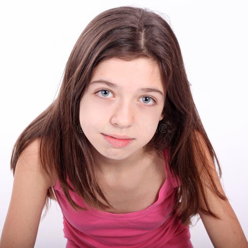 Menina adolescente nova bonita com suportes imagem de stock royalty free
