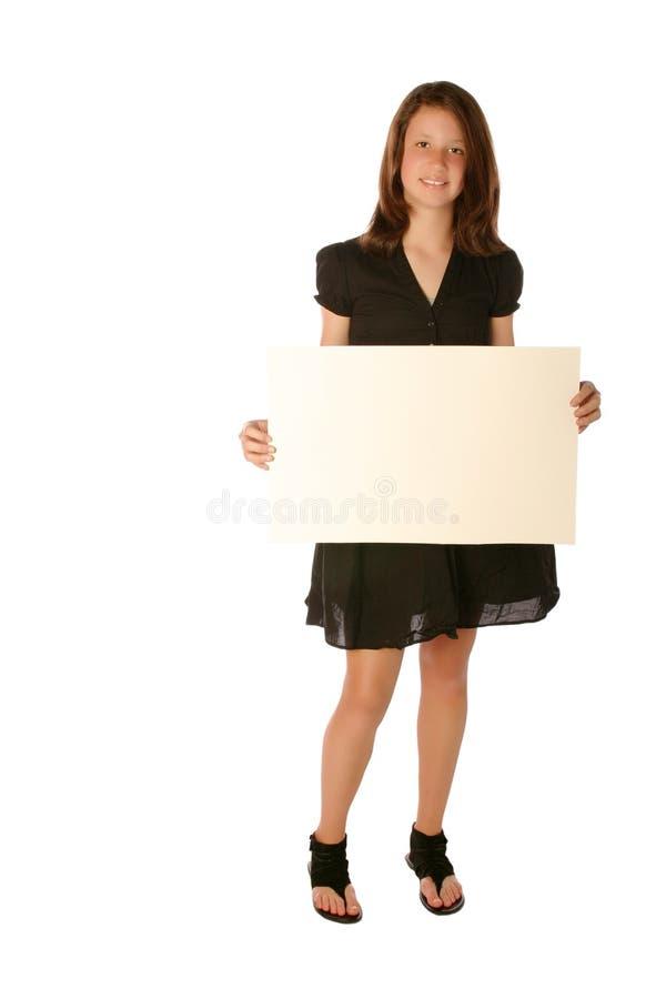 Menina adolescente nova que prende a placa em branco fotografia de stock