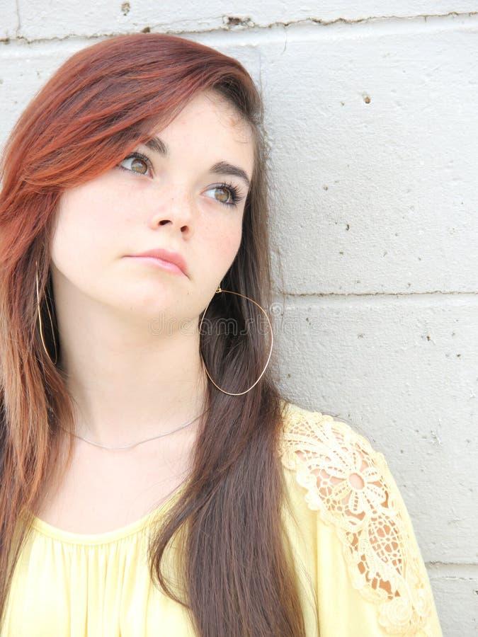 Menina adolescente só triste fotos de stock
