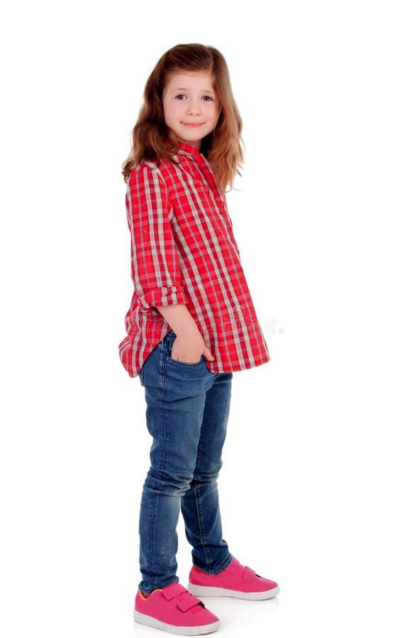 Menina adorável com a camisa de manta vermelha que olha o lado fotografia de stock