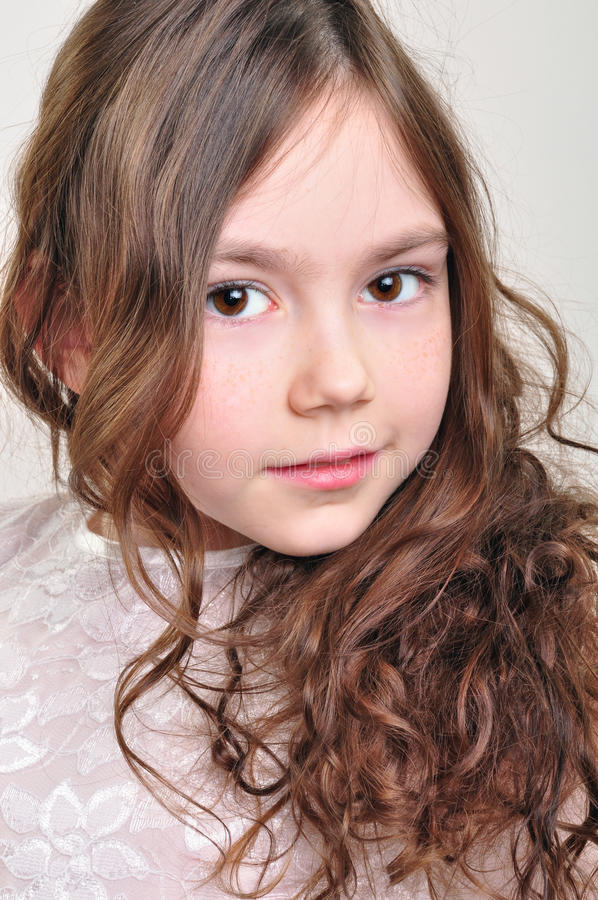Menina adorável com sardas foto de stock royalty free
