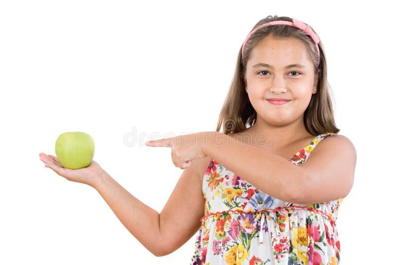 Menina adorável com vestido florescido com uma maçã foto de stock