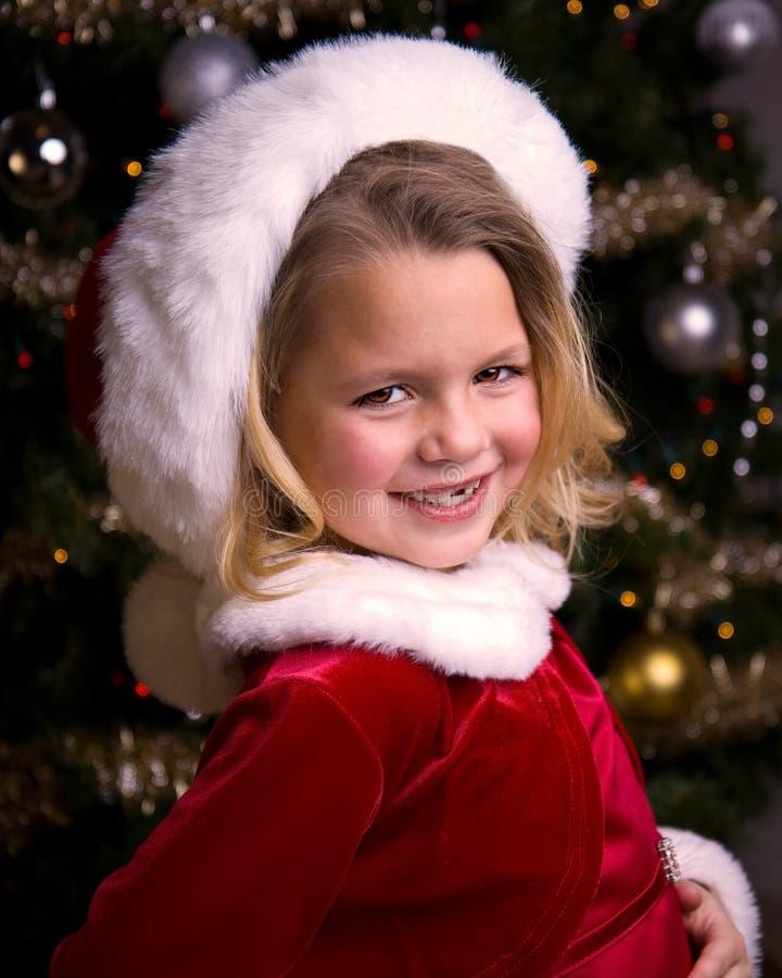 Menina adorável em um chapéu de Santa fotos de stock
