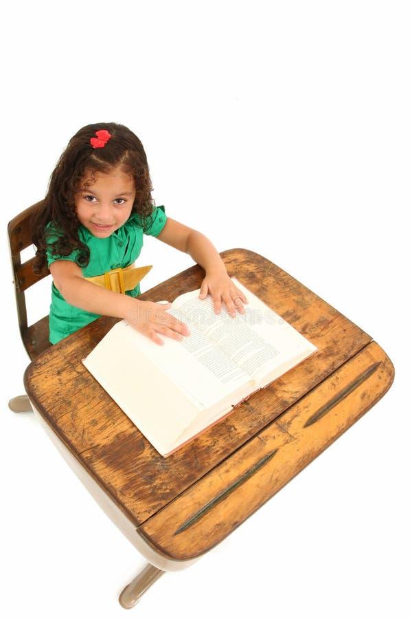 Menina adorável na mesa imagem de stock