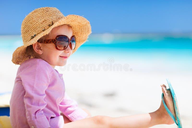Download Menina adorável na praia imagem de stock. Imagem de praia - 29835781