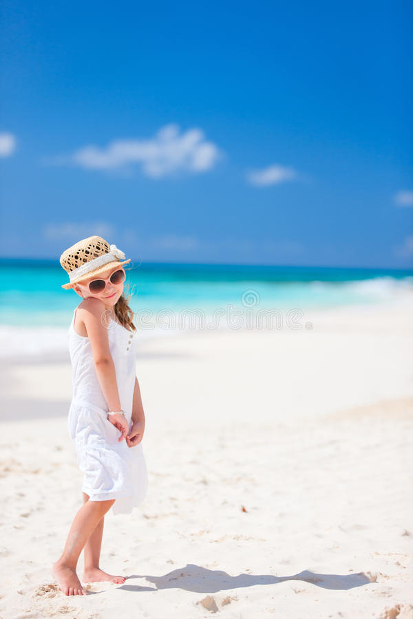 Download Menina adorável na praia foto de stock. Imagem de praia - 29836588