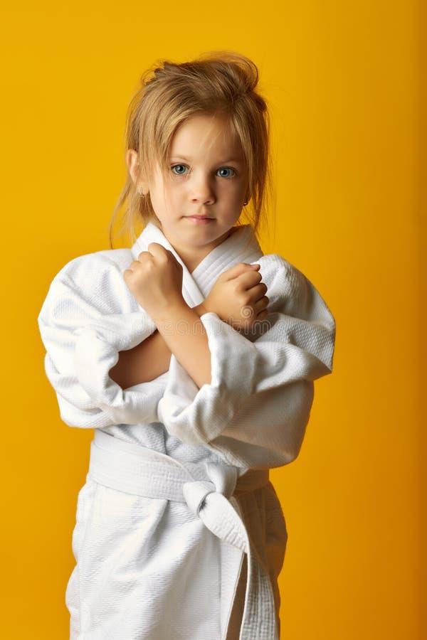 Menina adorável no quimono no fundo amarelo fotografia de stock royalty free