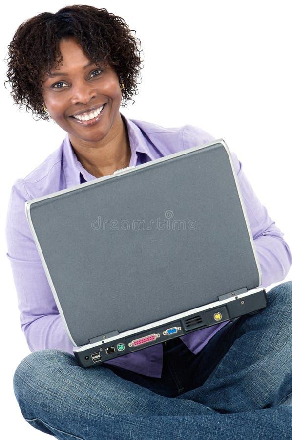 Menina africana com computador imagem de stock royalty free