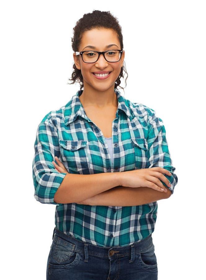 Menina afro-americano de sorriso nos monóculos imagens de stock royalty free