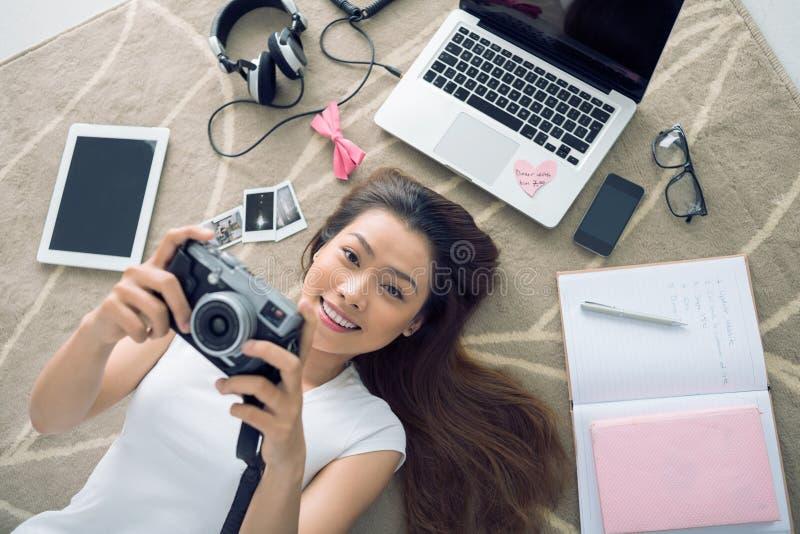 Menina alegre fotografia de stock royalty free