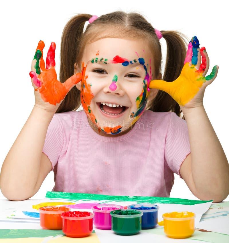 Menina alegre com mãos pintadas foto de stock royalty free