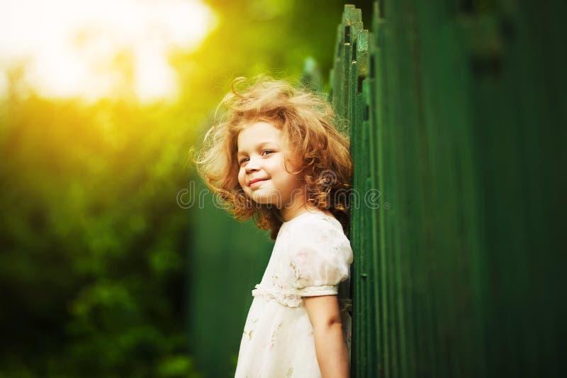Menina alegre feliz foto de stock