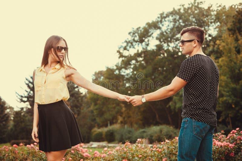 Menina alegre que guarda as mãos no parque fotografia de stock royalty free