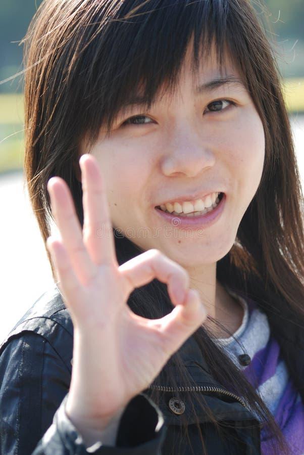 Menina aprovada asiática fotografia de stock royalty free
