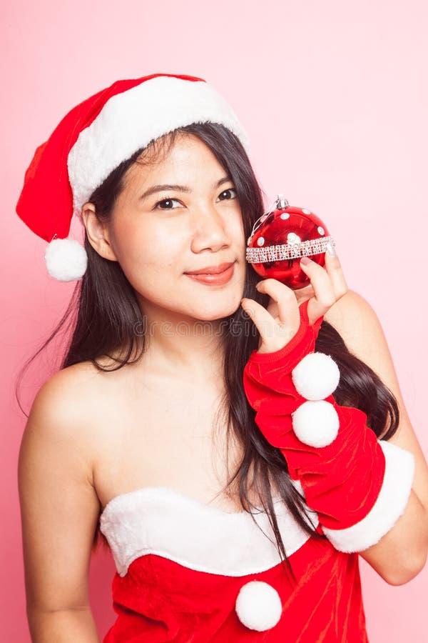 Menina asiática bonito de Santa Claus do Natal imagens de stock royalty free