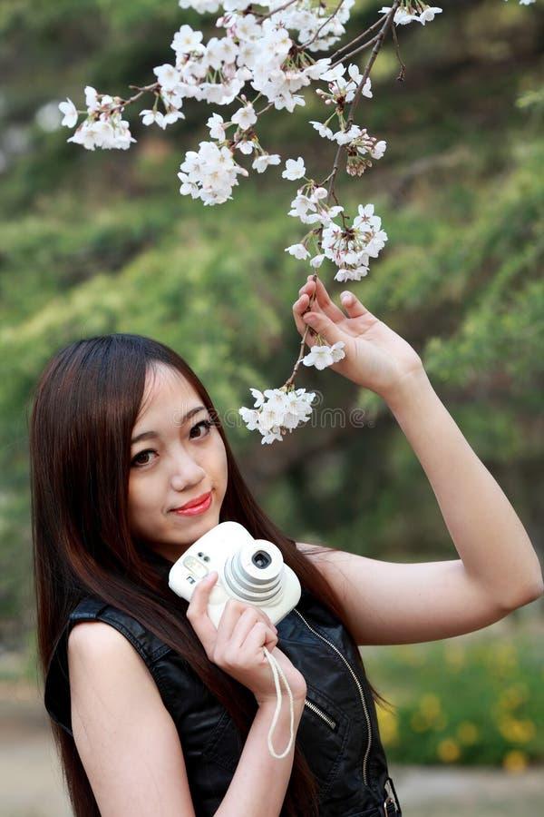 Menina asiática da mola foto de stock