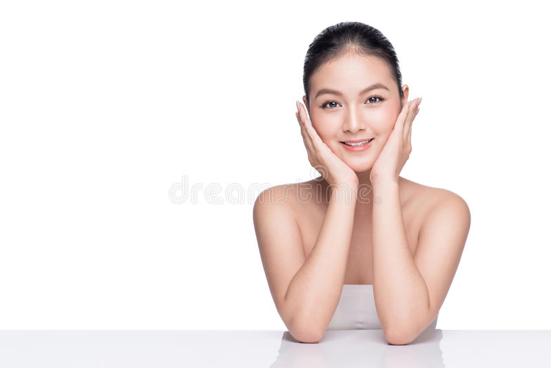 Menina asiática do modelo bonito dos termas com pele limpa fresca perfeita fotografia de stock