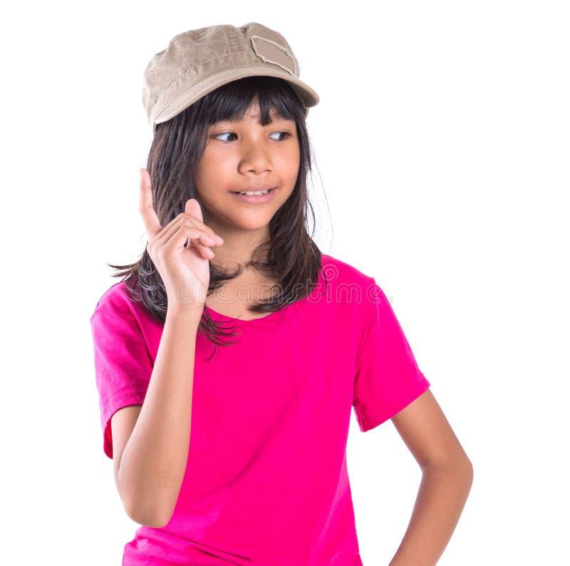 Menina asiática do Preteen novo com um tampão mim foto de stock