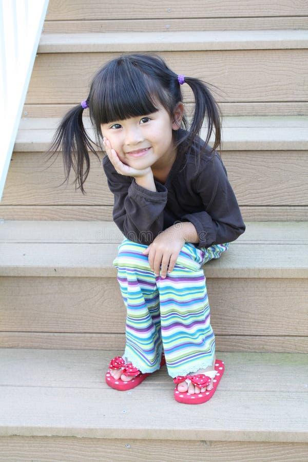 Menina asiática em etapas imagens de stock
