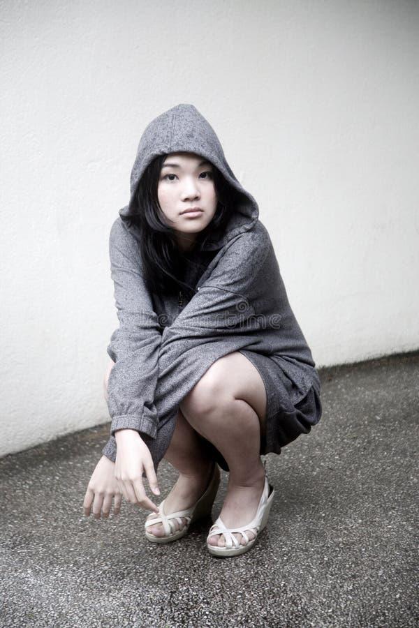 Menina asiática em um revestimento encapuçado imagens de stock royalty free